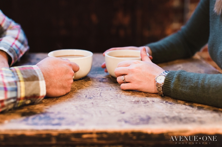 coffee-shop-engagement-photos-with-coffee-cups
